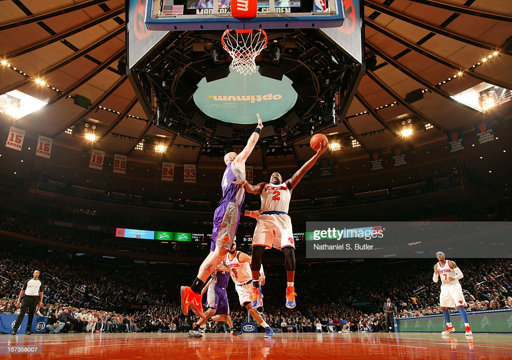 <a gi-track='captionPersonalityLinkClicked' href=/galleries/search?phrase=Raymond+Felton&family=editorial&specificpeople=209141 ng-click='$event.stopPropagation()'>Raymond Felton</a> #2 of the New York Knicks shoots <a gi-track='captionPersonalityLinkClicked' href=/galleries/search?phrase=Marcin+Gortat&family=editorial&specificpeople=589986 ng-click='$event.stopPropagation()'>Marcin Gortat</a> #4 against the Phoenix Suns the on December 2, 2012 at Madison Square Garden in New York City.