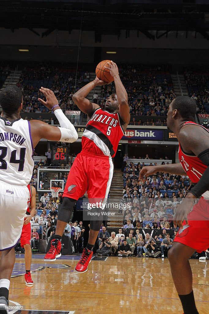 <a gi-track='captionPersonalityLinkClicked' href=/galleries/search?phrase=Raymond+Felton&family=editorial&specificpeople=209141 ng-click='$event.stopPropagation()'>Raymond Felton</a> #5 of the Portland Trail Blazers shoots the ball against Jason Thompson #34 of the Sacramento Kings on April 15, 2012 at Power Balance Pavilion in Sacramento, California.