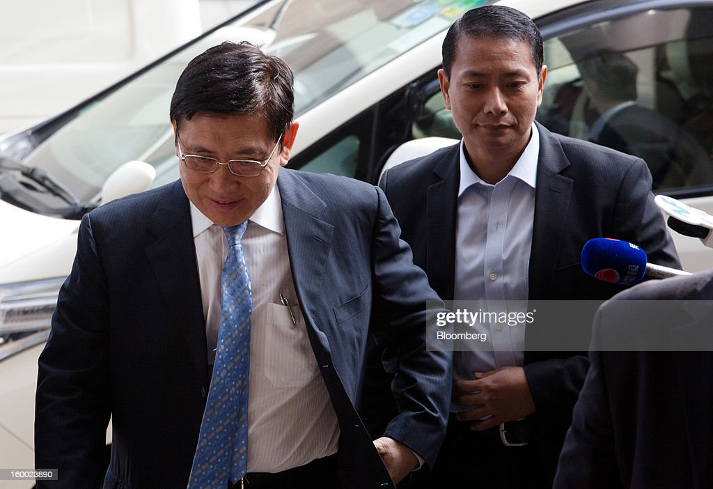 Raymond Kwok, co-chairman of Sun Hung Kai Properties Ltd., left, arrives at the Eastern Magistrates' Court in Hong Kong, China, on Friday, Jan. 25, 2013. The prosecution's bribery case against Sun Hung Kai's billionaire co-chairmen Thomas and Raymond Kwok and Hong Kong's former No. 2 official Rafael Hui will be ready by March, a court was told. Photographer: Lam Yik Fei/Bloomberg via Getty Images