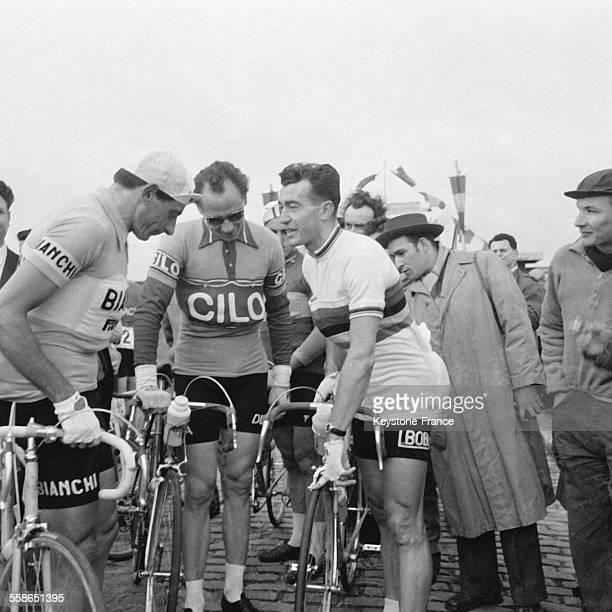 Raymond Poulidor Fausto Coppi et Louison Bobet lors de la course cycliste ParisBruxelles le 24 avril 1955