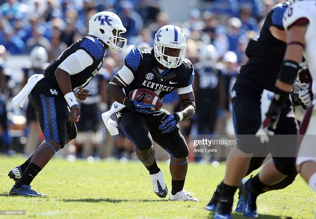 Raymond Sanders #4 of the Kentucky Wildcats runs with the ball during the SEC game against the Mississippi State Bulldogs at Commonwealth Stadium on October 6, 2012 in Lexington, Kentucky.