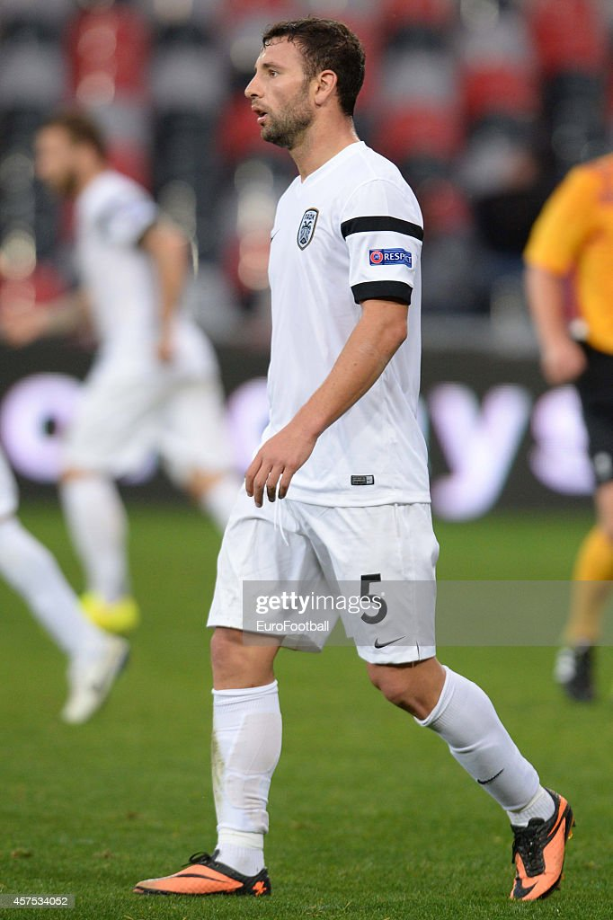 <a gi-track='captionPersonalityLinkClicked' href=/galleries/search?phrase=Razvan+Rat&family=editorial&specificpeople=2147212 ng-click='$event.stopPropagation()'>Razvan Rat</a> of PAOK in action during the UEFA Europa League group K match between Guingamp and PAOK on October 2, 2014 at the Roudourou Stadium in Guingamp,France.