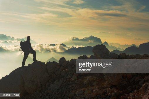 山のピークに達する