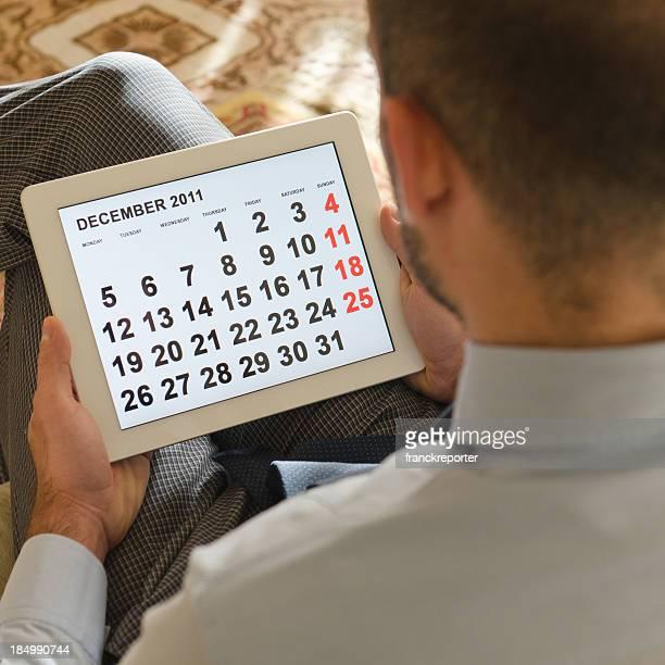 Ler a ordem do dia de calendário em tablet digital