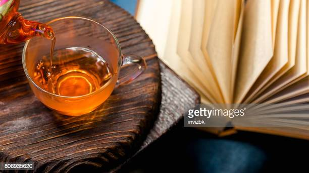 Lire et boire du thé