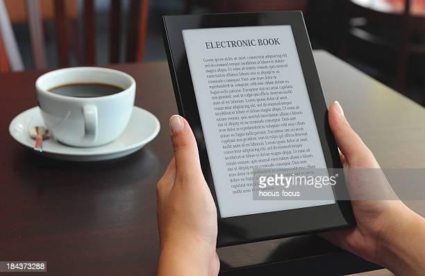 Lectura de libro electrónico en e-reader