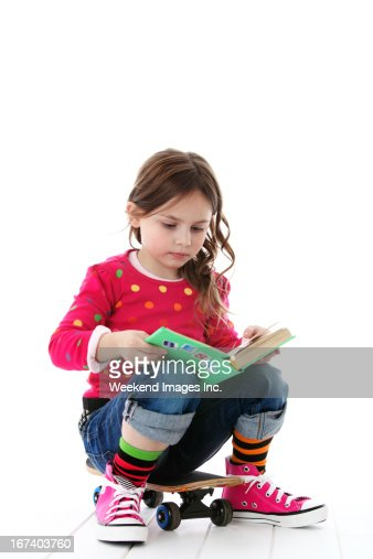 Reading girl : Bildbanksbilder