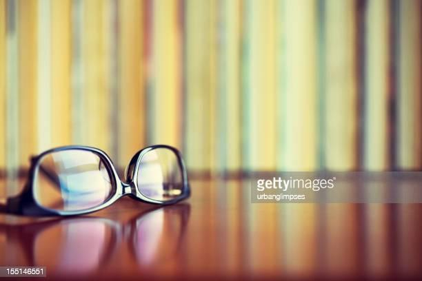 読書用メガネとブック