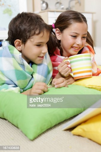Reading kids : Stockfoto