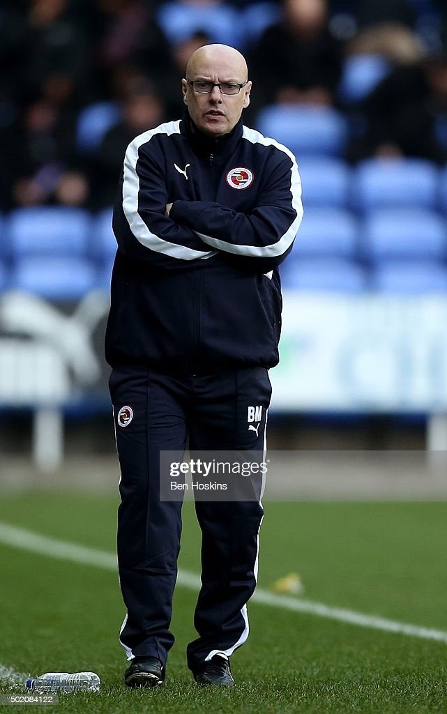 Reading manager <a gi-track='captionPersonalityLinkClicked' href=/galleries/search?phrase=Brian+McDermott+-+Dirigente+calcistico&family=editorial&specificpeople=9647614 ng-click='$event.stopPropagation()'>Brian McDermott</a> gives instructions during the Sky Bet Championship match between Reading and Blackburn Rovers on December 20, 2015 in Reading, United Kingdom.