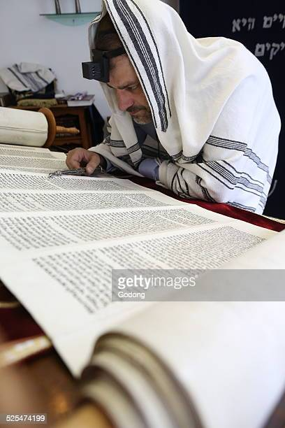 Reading the Torah in a synagogue