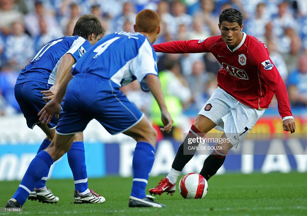 Manchester United's Cristiano Ronaldo runs past Reading's Bobby Convey and Steve Sidwell during their Premiership football match at home to Reading...
