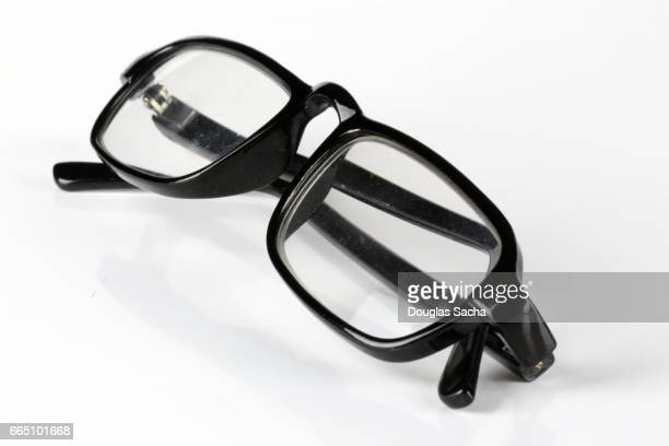 Ready-made single-vision reading glasses