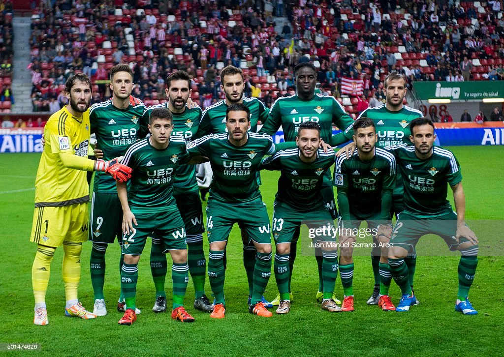Real Betis Balompie line up for a team photo prior to the start the start the Copa del Rey Round of 32 match between Real Sporting de Gijon and Real Betis Balompie at Estadio El Molinon on December 15, 2015 in Gijon, Spain.