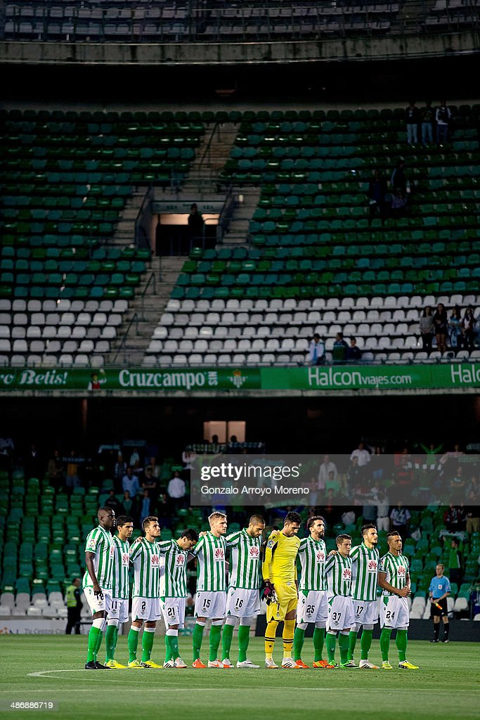 Real Betis Balompie players observe a one minute of silence in honor of ex Barcelona FC head coach Tito Vilanova prior to the start the La Liga match...