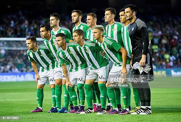 Real Betis Balompie squad during the match between Real Betis Balompie and Real Madrid CF as part of La Liga at Benito Villamrin stadium October 15...