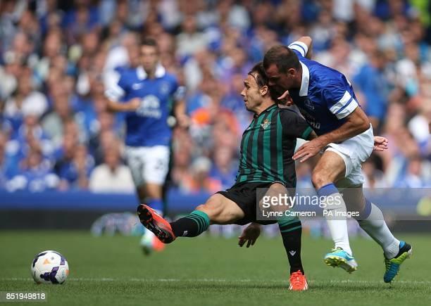 Real Betis' Joan Verdu and Everton's Darron Gibson battle for the ball