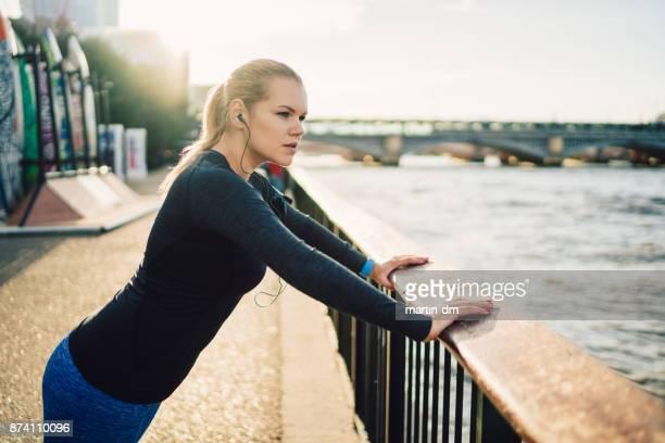Reale Körper Frau Sporttraining in London