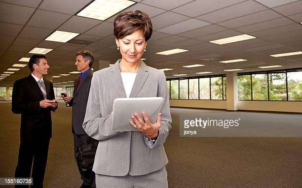 real estate Personen in leere Büroräume