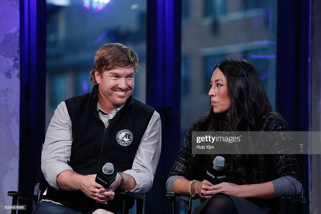 Real estate pros chip gaines l and joanna gaines attend aol build