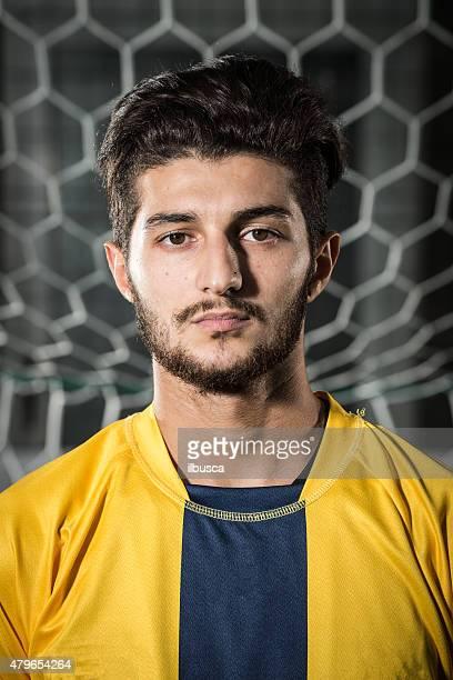 Real footballeur portrait de face de but