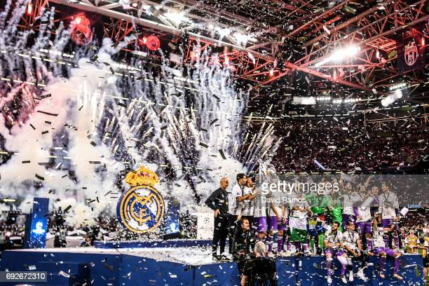 Real Madrid CF players celebrate with the trophy after the UEFA Champions League Final between Juventus and Real Madrid at National Stadium of Wales...