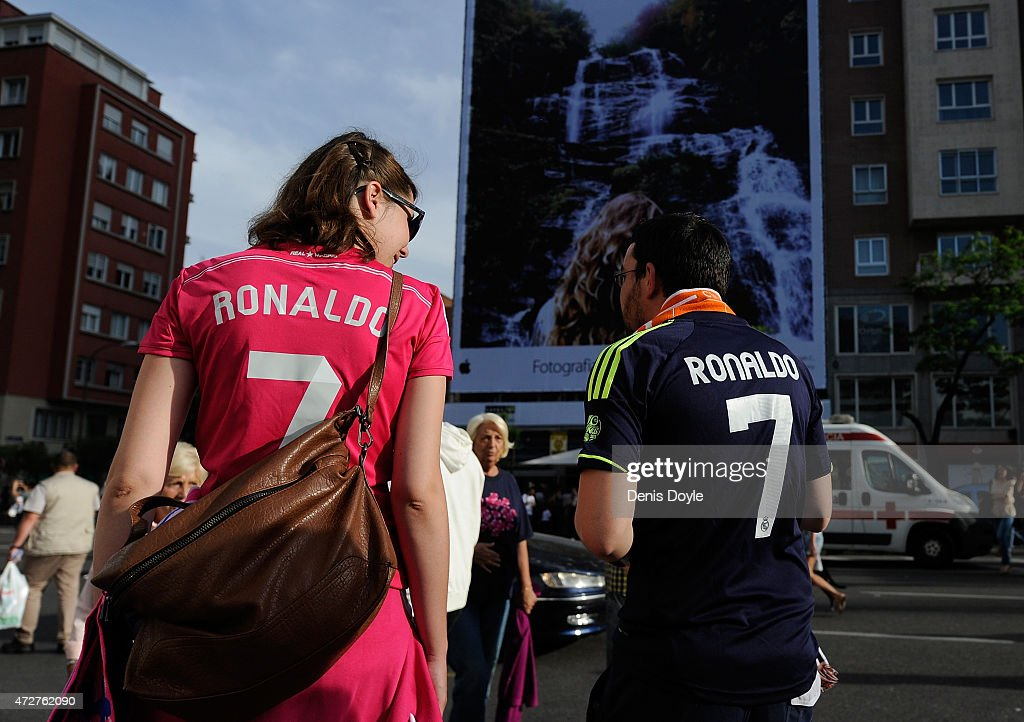 Real Madrid fans arrive at the Santisgo Bernabeu stadium ahead of the La Liga match between Real Madrid CF and Valencia CF on May 9, 2015 in Madrid, Spain.