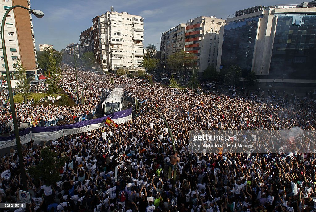 Real Madrid fans cheer the arrival of the players bus prior to the UEFA Champions League Semi Final second leg match between Real Madrid and Manchester City FC at Estadio Santiago Bernabeu on May 4, 2016 in Madrid, Spain.