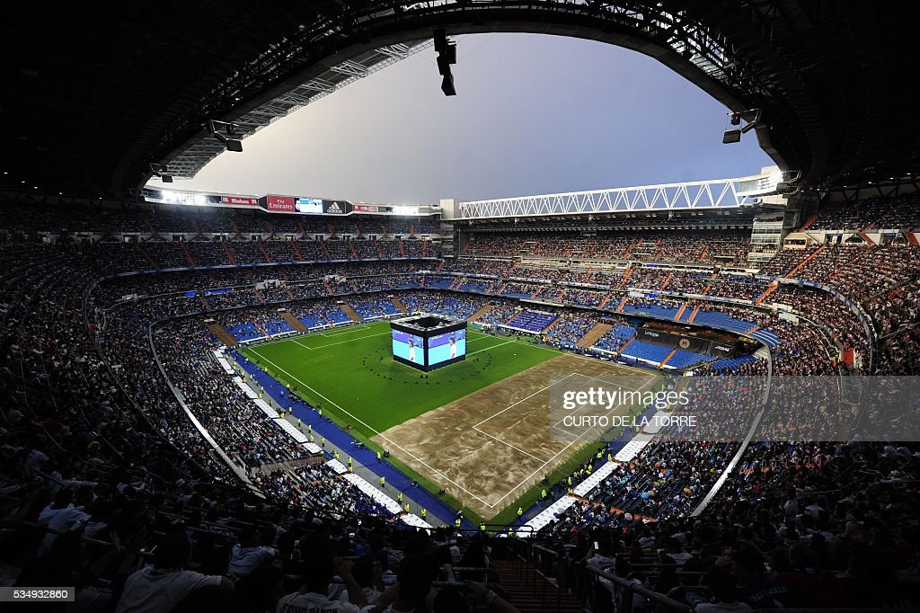 Real Madrid football club supporters watch on a big screen at the Santiago Bernabeu stadium in Madrid on May 28, 2016 the UEFA Champions League final foobtall match between Real Madrid CF, Club Atletico de Madrid held in Milan, Italy. / AFP / CURTO