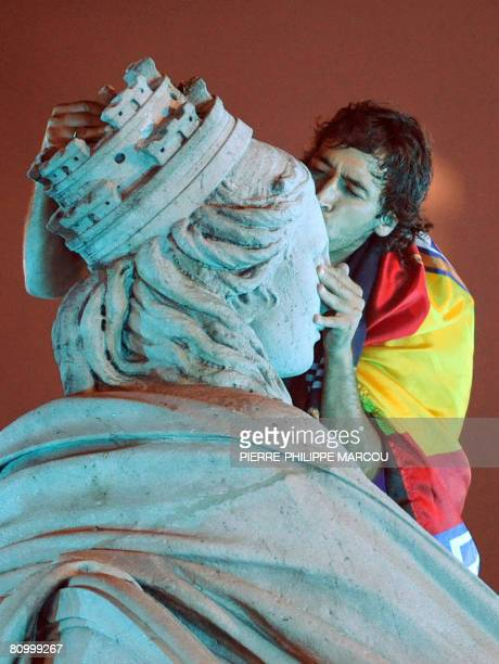 Real Madrid football club's Raul kisses the Cibeles statue as he celebrates their 31st league title win in Madrid on May 4 2008 Thousands of Real...