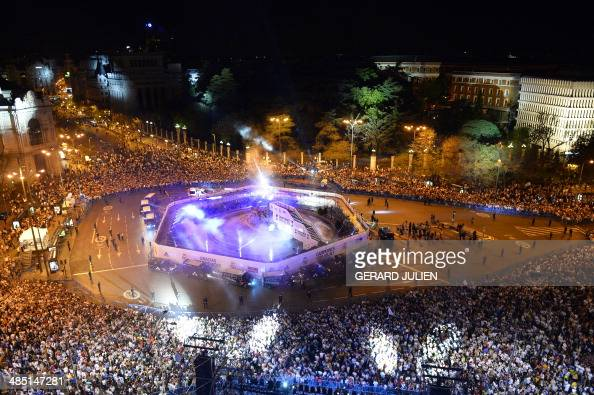 Real Madrid football fans wait for their team at Plaza Cibeles in Madrid after they win the Spanish Copa del Rey final 'Clasico' football match FC...