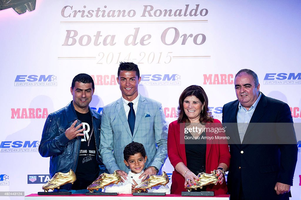 Real Madrid football player Cristiano Ronaldo (2ndL) poses with his family and his four Golden Boot Awards as maximun goal scorer of European leagues at The Westin Palace Hotel on October 13, 2015 in Madrid, Spain.