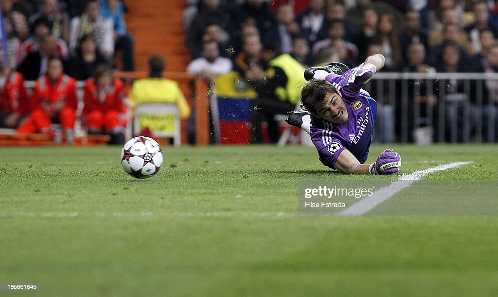 Real Madrid goalkeeper <a gi-track='captionPersonalityLinkClicked' href=/galleries/search?phrase=Iker+Casillas&family=editorial&specificpeople=215446 ng-click='$event.stopPropagation()'>Iker Casillas</a> in action during the UEFA Champions League Group B match between Real Madrid and Juventus at Estadio Santiago Bernabeu on October 23, 2013 in Madrid, Spain.