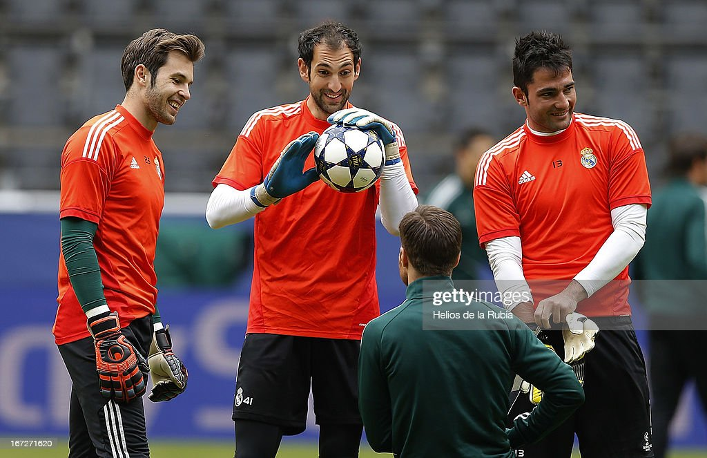 Real Madrid Goalkeepers Jesus Fernandez, Diego Lopez and Antonio Adan chat with <a gi-track='captionPersonalityLinkClicked' href=/galleries/search?phrase=Xabi+Alonso&family=editorial&specificpeople=213833 ng-click='$event.stopPropagation()'>Xabi Alonso</a> (down) during a training session ahead of their UEFA Champions League Semi Final first leg match against Borussia Dortmund at Signal Iduna Park on April 23, 2013 in Dortmund, Germany.