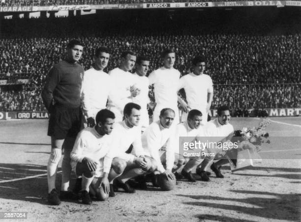 Real Madrid pictured just before beating Eintracht Frankfurt in the European Cup Final at Hampden Park Glasgow 2nd October 1960 Back row Dominguez...