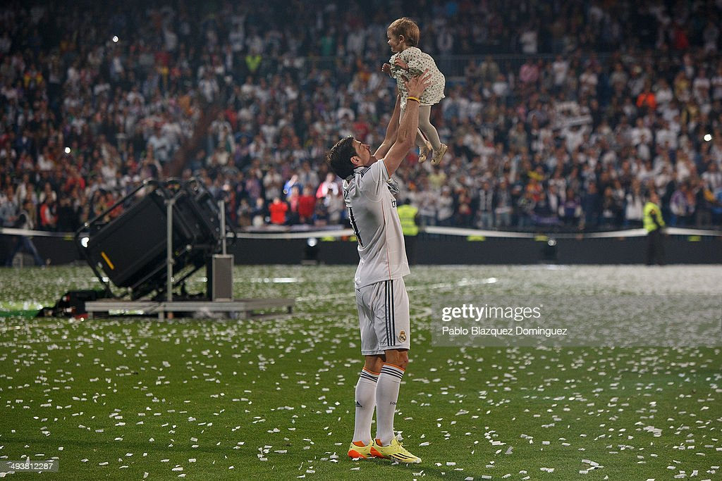 Real Madrid player <a gi-track='captionPersonalityLinkClicked' href=/galleries/search?phrase=Gareth+Bale&family=editorial&specificpeople=609290 ng-click='$event.stopPropagation()'>Gareth Bale</a> plays with his daughter during the Real Madrid celebration the day after winning the UEFA Champions League final at Santiago Bernabeu Stadium on May 25, 2014 in Madrid, Spain. Real Madrid CF achieves their tenth European Cup at Lisbon at Lisbon 12 years later.