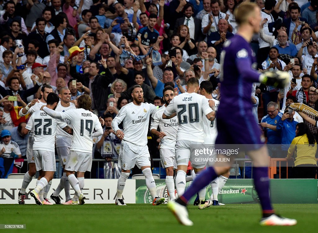Real Madrid players celebrate a goal during the Champions League semi-final second leg football match between Real Madrid CF and Manchester City at the Santiago Bernabeu stadium in Madrid on May 4, 2016. / AFP / GERARD