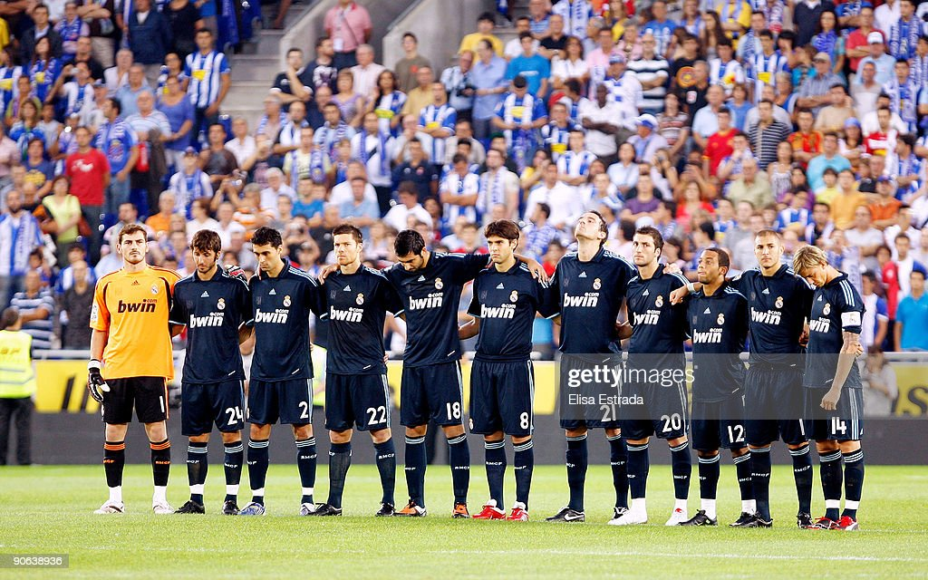 Hilo del Real Madrid Real-madrid-players-hold-a-minutes-silence-in-memory-of-espanyols-picture-id90638936