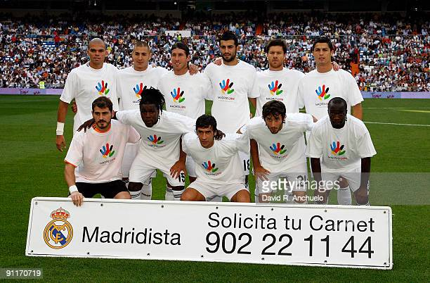 Real Madrid players lineup before the La Liga match between Real Madrid and Tenerife at Estadio Santiago Bernabeu on September 26 2009 in Madrid Spain
