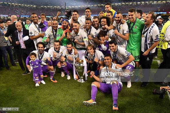 FBL-EUR-C1-JUVENTUS-REAL MADRID-TROPHY : News Photo