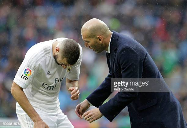 Real Madrid 's coach Zinedine Zidane gives instructions to his player Karim Benzema during the La Liga match between Real Madrid CF and Athletic Club...
