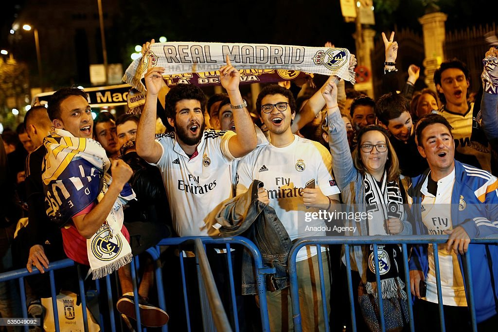 Real Madrid supporters celebrate their team victory over Atletico de Madrid at Cibeles Square in Madrid, Spain, 28 May 2016, after the UEFA Champions League final between Real Madrid and Atletico Madrid in Milan, Italy.