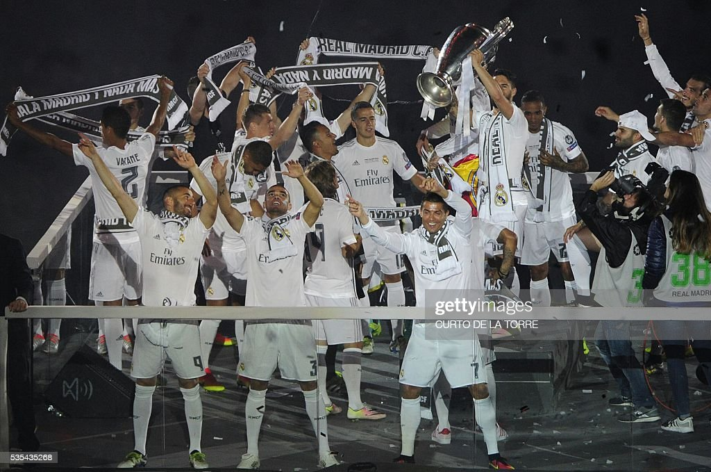 Real Madrid team celebrate their 11th UEFA Champions Cup at the Santiago Bernabeu stadium in Madrid on May 29, 2016, a day after winning the UEFA Champions League final foobtall match between Real Madrid CF, Club Atletico de Madrid held in Milan, Italy on May 28, 2016. / AFP / CURTO