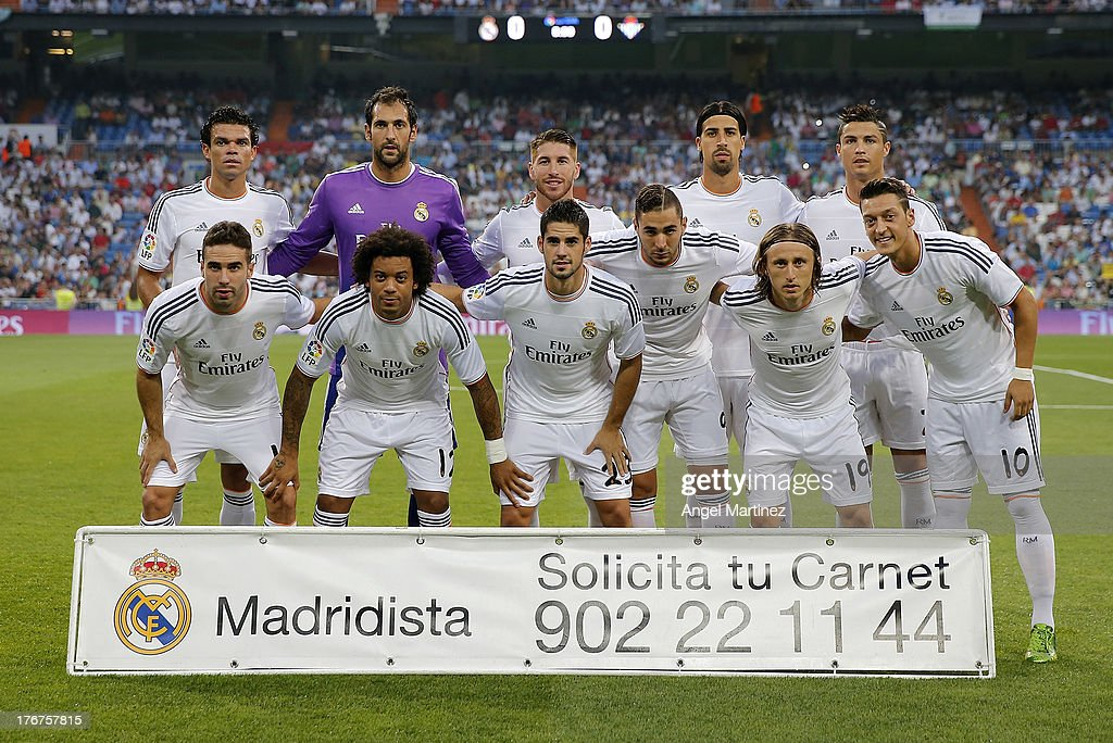 Real Madrid team line up before the La Liga match between Real Madrid CF and Real Betis at Estadio Santiago Bernabeu on August 18, 2013 in Madrid, Spain.