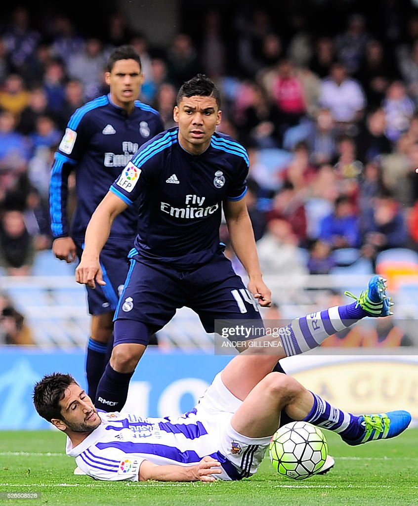 Real Madrid's Brazilian midfielder Carlos Henrique Casemiro (UP R) vies with Real Sociedad's midfielder Markel Bergara (DOWN) during the Spanish league football match Real Sociedad vs Real Real Madrid CF at the Anoeta stadium in San Sebastian on April 30, 2016. / AFP / ANDER