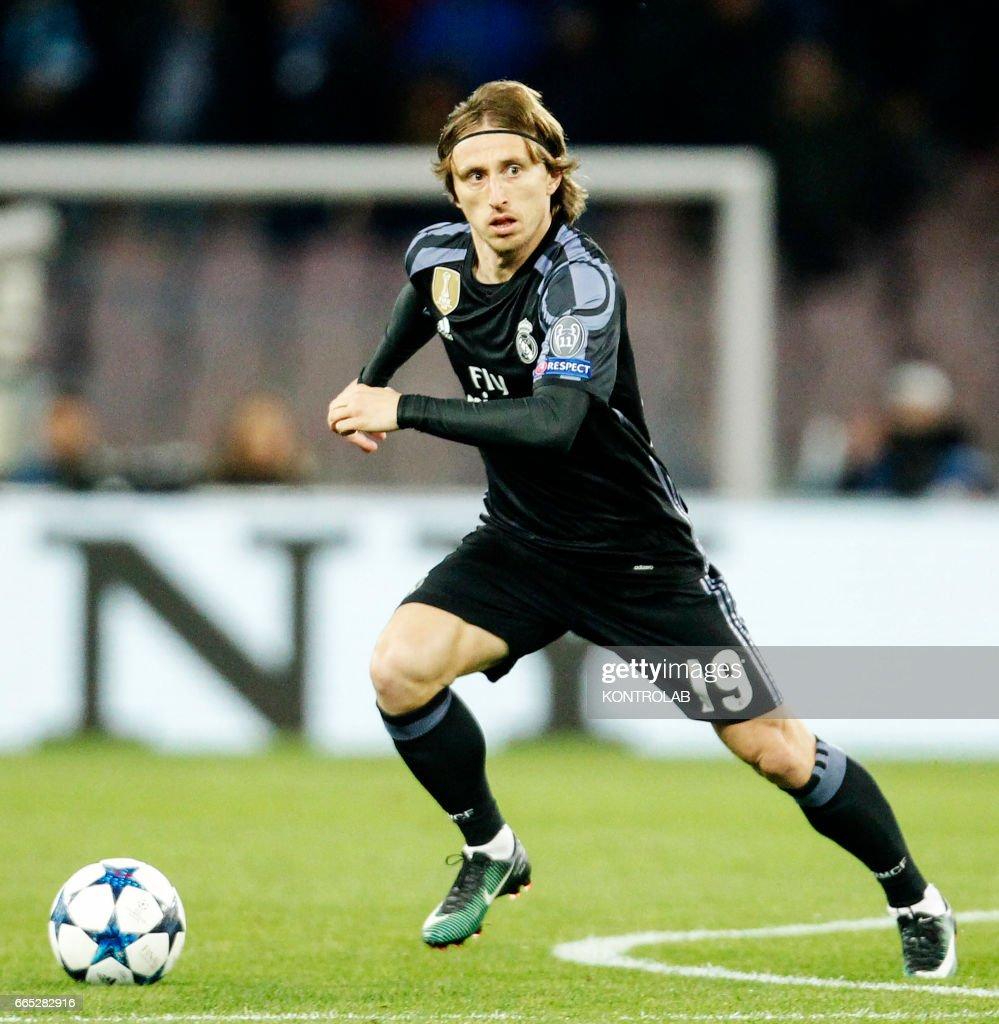 Real Madrid s Croatian midfielder Luka Modric controls the