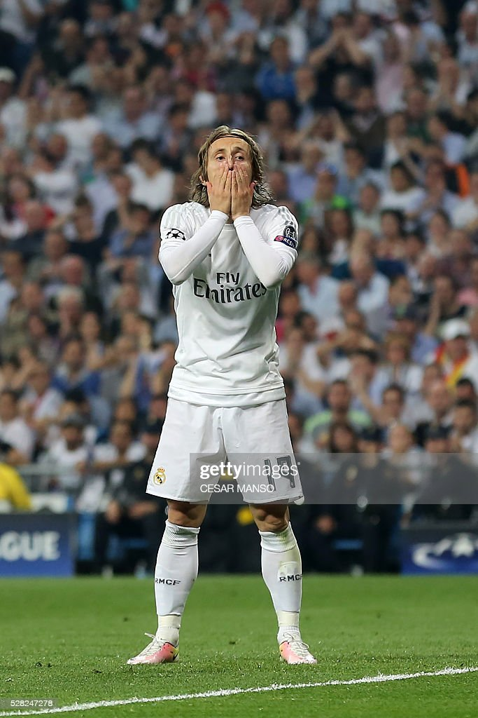 Real Madrid's Croatian midfielder Luka Modric gestures during the UEFA Champions League semi-final second leg football match Real Madrid CF vs Manchester City FC at the Santiago Bernabeu stadium in Madrid, on May 4, 2016. / AFP / CESAR