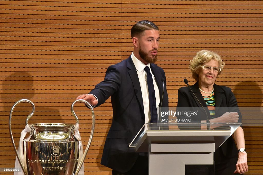 Real Madrid's defender Sergio Ramos (L) speaks beside Mayor of Madrid Manuela Carmena in Madrid town hall on May 29, 2016 the day after winning the UEFA Champions League final foobtall match against Club Atletico de Madrid, held in Milan, Italy on May 28, 2016. / AFP / JAVIER