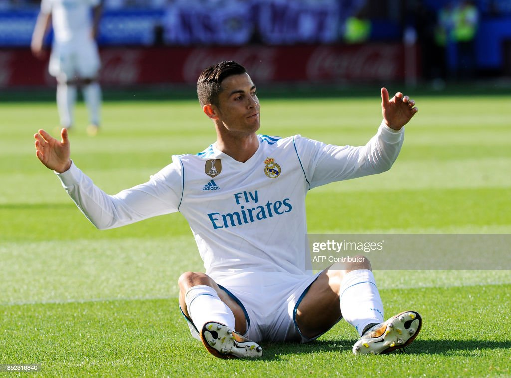 Real Madrid's forward from Portugal Cristiano Ronaldo gestures during the Spanish league football match Deportivo Alaves vs Real Madrid CF at the Mendizorroza stadium in Vitoria on September 23, 2017. /