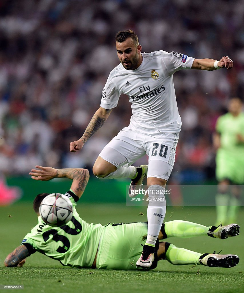 Real Madrid's forward Jese Rodriguez (R) vies with Manchester City's Argentinian defender Nicolas Otamendi during the UEFA Champions League semi-final second leg football match Real Madrid CF vs Manchester City FC at the Santiago Bernabeu stadium in Madrid, on May 4, 2016. / AFP / JAVIER